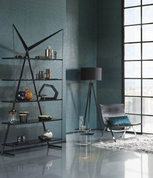 Contemporary metal shelves with different glass and metal vases reflect the twinkling shimmer in this dark green mica wallcovering. The wallcovering is embossed with foil in the form of little waves. It is installed horizontally.