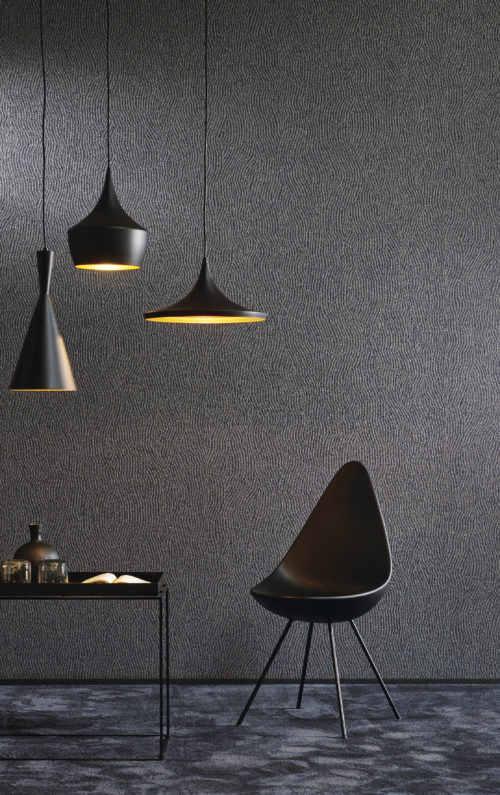 Dark blue printed small mica wallcovering. The geomatrical pattern goes well with the contemporary furniture and lamps.