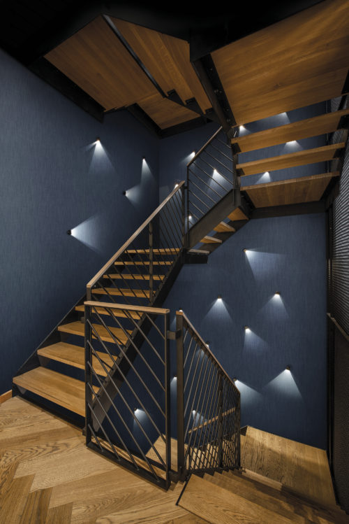 Stairs and hallway inspiration idea: denim coloured wallcoverings from our eco-conscious High Performance Textures collection. For commercial as well as residential projects. Inspired by the technique used for jeans manufacturing with diagonal ribbing as a result.