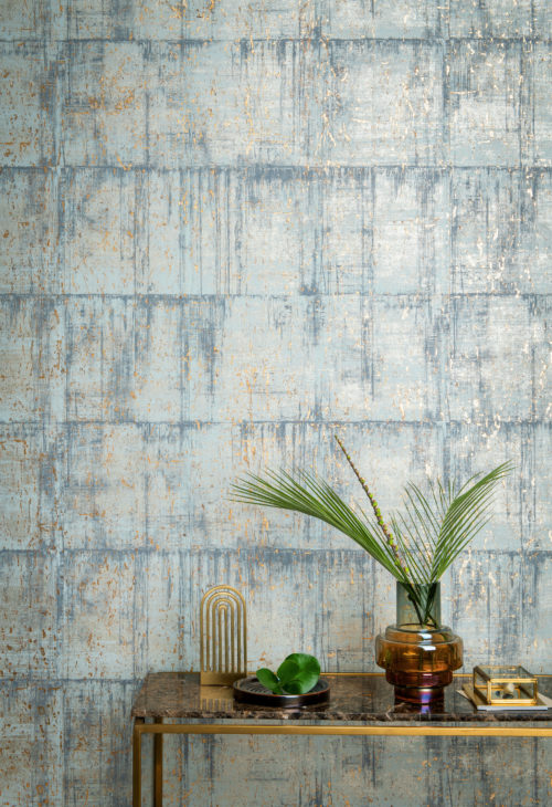 In this picture light blue cork wallcovering from the Omexco Khatam collection. Bark from the cork oak is harvested, combined in block form, cut into delicate leaves, placed onto a metallic background, then coloured or printed. The natural beauty of the cork is gently enhanced through unique dyeing methods. The colours are embellished with gold, silver or copper sparkles.
