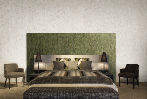 How exquisite can a bedroom be? On the walls the nebbiosa: the subtle plain texture accentuates the unique grain of the cork in shimmering delicacy. On the board behind the bed the leaf green calligraphy design: this cork design has a more vertical character reminiscent of the look of birch bark with metallic hints.