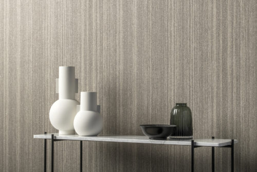 In this beautiful image we see a detail of the soft monochrome print for a design that invites contemplation. It is part of the Omexco Loft collection. A printed mica.