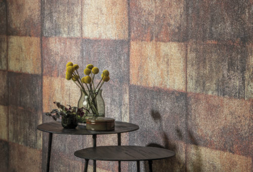 The stunning glass beads in the Omexco Loft collection lend an air of magnificence to large spaces. In this picture we see a detail of the rust coloured LOF712.
