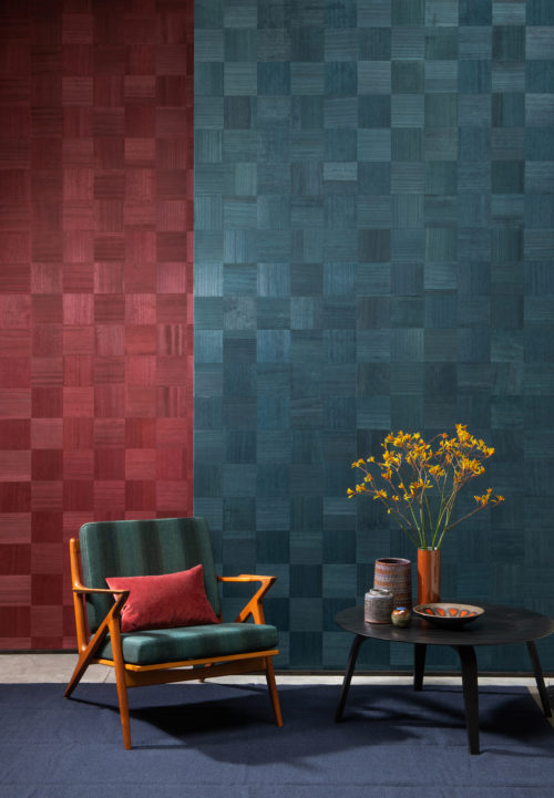 Exquisite craftsmanship creates stunning designs. At Omexco, we imagine shapes and we inlay each piece of this exclusive Sycamore wallcovering by hand. This interior detail shows the elegant and timeless chess design and a nice contrast between the red and the green.