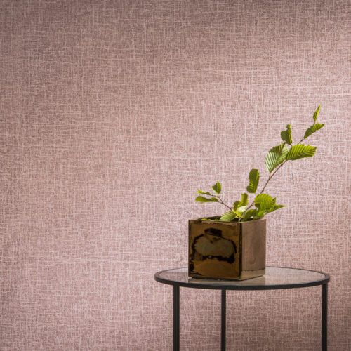 Pink Omexco Avenue wallcovering. Brown reflecting flower pot. Round side table.