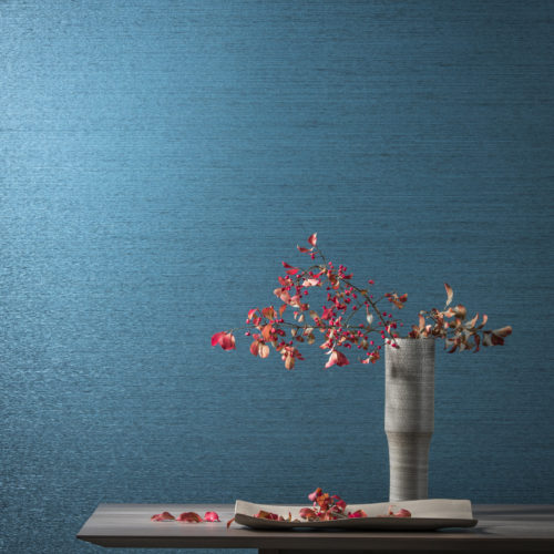 The paper strips of this Koyori wallcovering are slightly twisted, and then warp-laid, here in a nice blue. The stripas are enhanced with a subtle pearlescent shimmer, which gives them a sophisticated yet natural look.