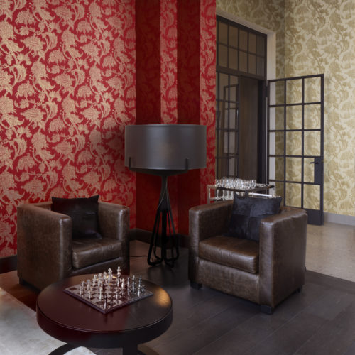 Like the gardens of Shalimar, near Lahore (Pakistan), the wallcovering collection Shalimar of Omexco took inspiration from the fusion of arab and persian influences. As a substrate for these wallcoverings, Omexco has chosen rayon warps, twined in a subtle way, thus creating a weave effect. This picture shows two ornamental motifs of oriental influence,