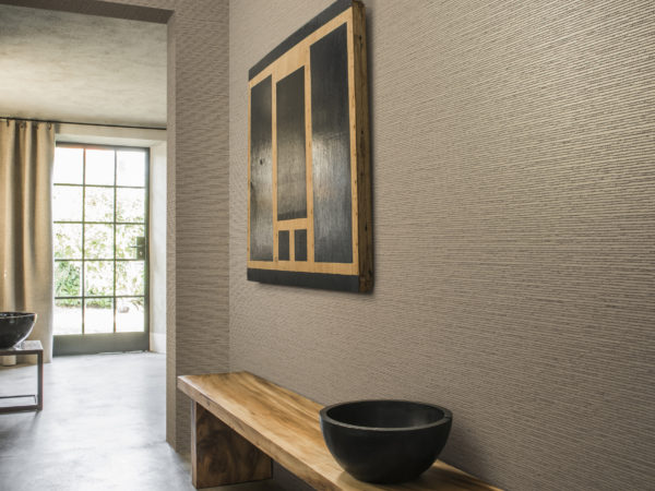 Using the Koyori range for your interior means bringing in zen. This belanced interior with wooden bench, large bowls and geometric artwork shows exactly that.