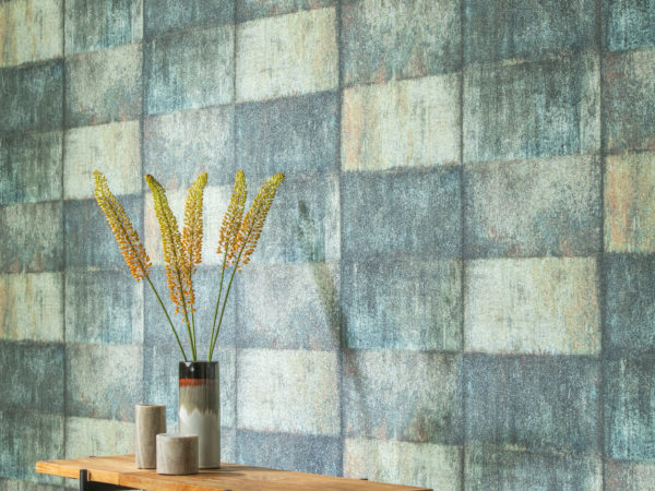 For the Loft collection our designers were inspired by wall patinas weathered by the depths of history for this collection that blends non-woven prints and resplendent minerals: glass beads and mica sparkles.