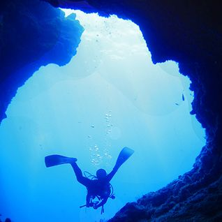 scuba diving blue hole