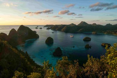 Liveaboard in Raja Ampat, the Coral Triangle of Indonesia