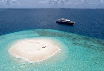 Island hopping maldives