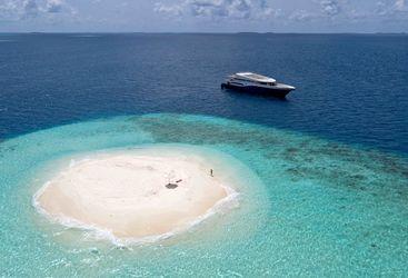 Island hopping maldives