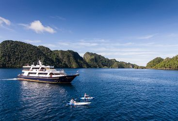 Sailing by liveaboard through Indonesia