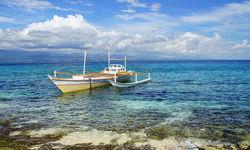 Boat by the shore, Apo Island