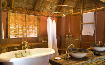Picture of cabana bathroom at Benguerra Lodge