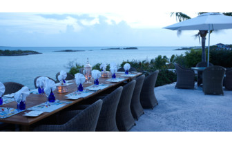 Picture of ocean front dining at Fowl Cay