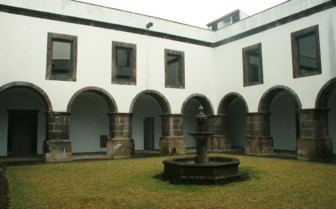 Picture of the Courtyard at Convento de Sao Francisco