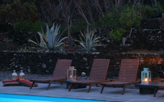 Picture of the poolside at Pocinho Bay Hotel