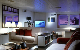 Picture of the Saloon onboard the Four Seasons Explorer