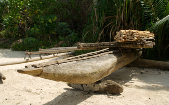 Picture of a traditional boat at Tufi Dive Resort