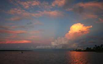 Picture of the sunset at Manta Ray Bay