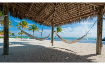 Picture of the beach hammock at Southern Cross Club