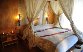 Le Taha'a beach villa bedroom