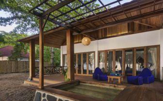 Siladen Exterior, Indonesia