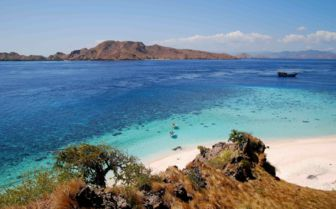 Beaches of Sebayur Island, Komodo
