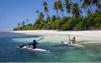 alphonse-guests-kayaking