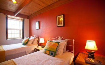 Alto cottage twin bedroom
