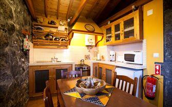 Moega cottage kitchen