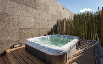 Retreat villa jacuzzi