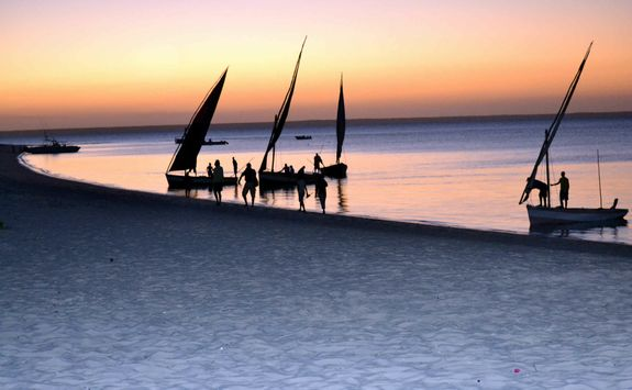 sunset dhow cruise Mozambique