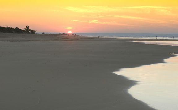 sunset bazaruto