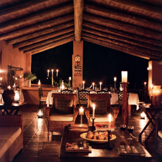 Dining at Nottens Bush Camp, luxury safari camp in South Africa