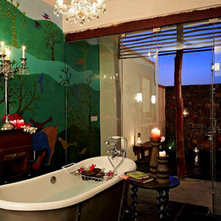 Bathroom at Samoda Safari Lodge, luxury hotel in India