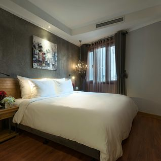 Deluxe Room bed at La Siesta Trendy