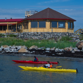 Kayaking at Seal River Heritage Lodge, luxury hotel in Churchill  Canada