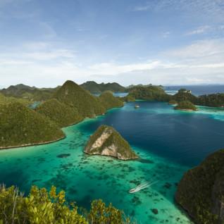 raja-ampat-island-hopping