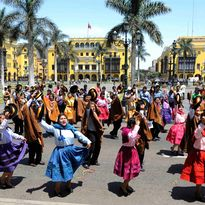 dancing in lima
