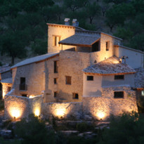 Mas de La Serra at night, luxury hotel in Spain