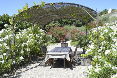 france-outdoor-dining