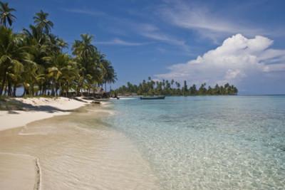 White sandy beach on the San Blas Islands