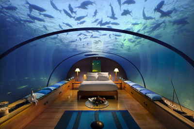underwater suite with 180 degree views