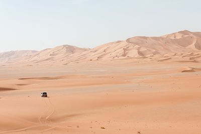 driving in the oman desert