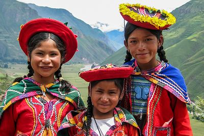 girls in traditional peruvian dress