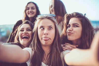 selfie taking teens