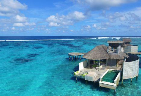laamu pool villa in ocean